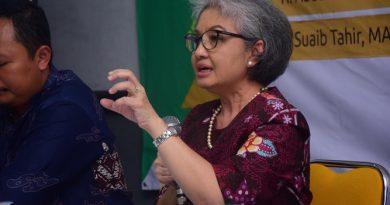 Ketua Pusat Pengkajian Politik dan Pengembangan Masyarakat (P4M) Dr Diana Fawzia M.A. saat memaparkan materinya