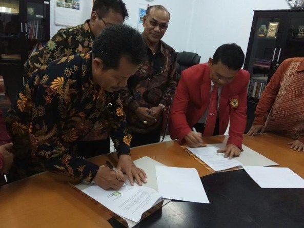 Penandatanganan MoA oleh Dekan Fakultas Sastra Drs Somadi, M.Pd dengan Pimpinan Fakultas Ilmu Budaya Universitas Hasanuddin, Makassar