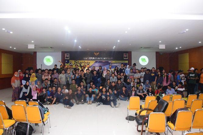foto bersama para peserta seminar usai acara