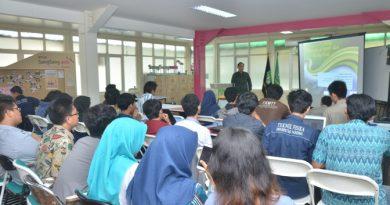 suasana kelas dalam acara kuliah umum