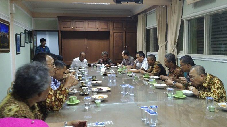 Kunjungi Kampus, SEKJEN DIKTI Buka Puasa Bersama Jajaran Pimpinan UNAS