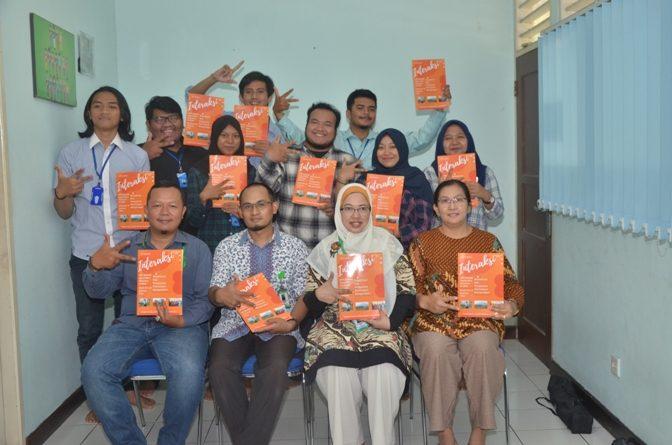 Foto Bersama Wakil Dekan II FISIP Aos Yuli Firdaus, S.IP., M.Si., Ketua Prodi Ilmu Komunikasi Yayu Sriwartini, S.Sos., M.Si. serta Dosen Ilmu Komunikasi dan Mahasiswa (2)