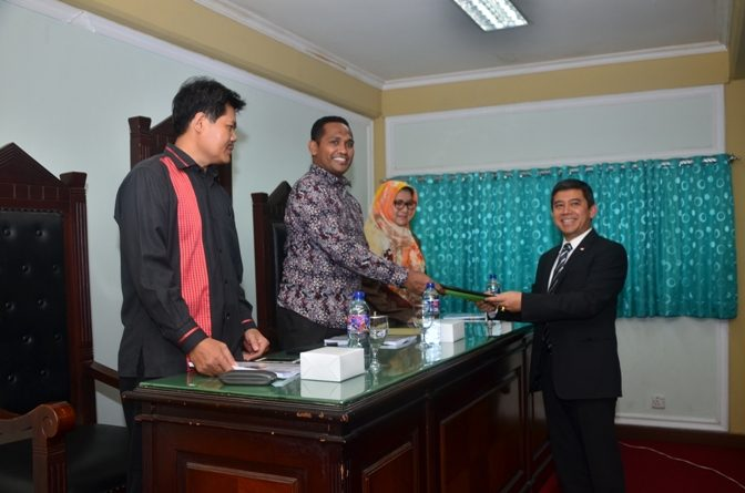 Semangat Belajar Tak Pernah Surut, Prof. Yuddy Chrisnandi Lulus Sidang S1 Hukum