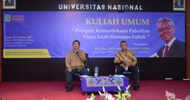 moderator dan pembicara dalam seminar