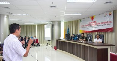 Magister Biologi Gelar Seminar People-Centered Development Approach