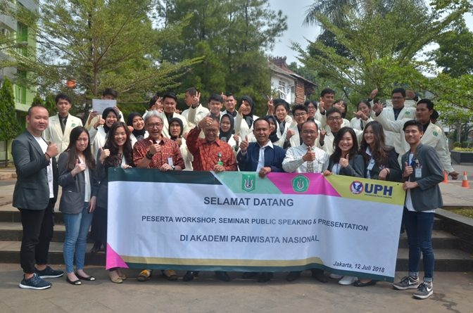 AKPARNAS dan UPH Adakan Workshop Public Speaking di UNAS (11)