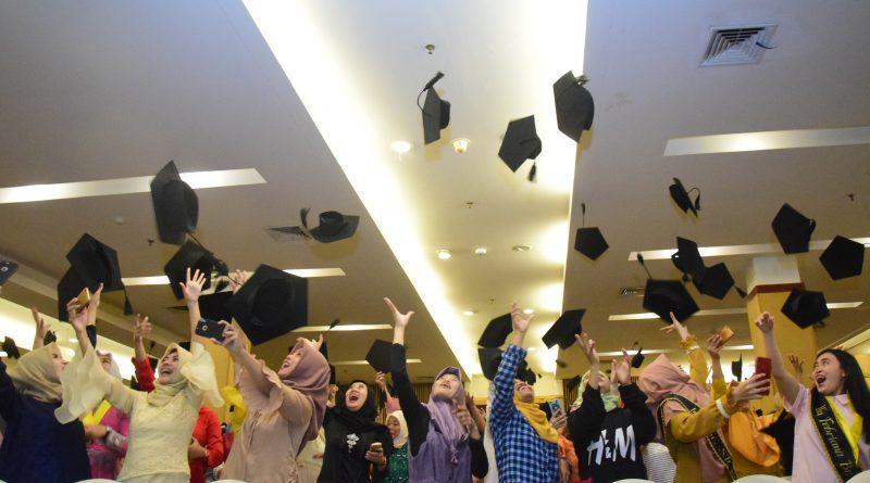 Yudisium Fakultas Ilmu Kesehatan Tahun Akademik 2017-2018 (41)