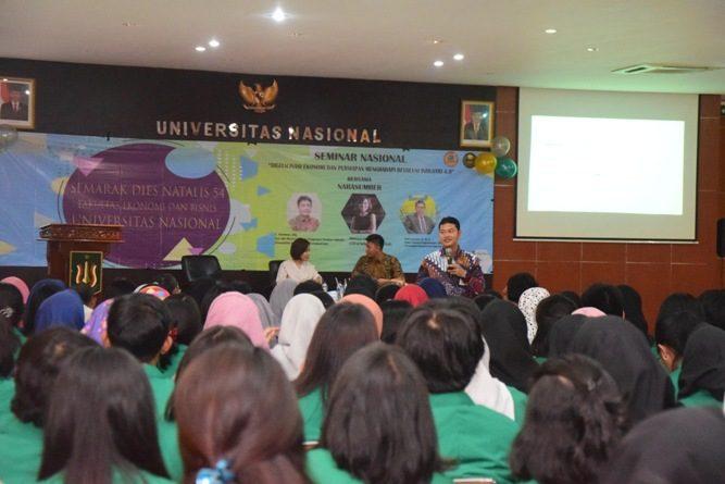Fakultas Ekonomi Gelar Seminar Digitalisasi Ekonomi Menghadapi Revolusi Industri 4.0 (12)
