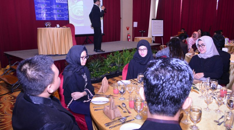 Mahasiswa Hubungan Internasional UNAS Ikuti Pelatihan Table Manner