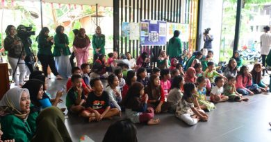 Himpunan Mahasiswa Ilmu Komunikasi Universitas Nasional (HIMAKOM UNAS) melangsungkan kegiatan Pengabdian Kepada Masyarakat (PKM), di Ruang Publik Terpadu Ramah Anak (RPTRA) Malinjo (15)