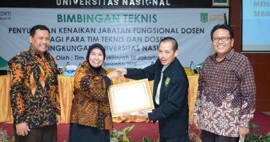 Universe Nasional as The 562nd Wotld's Most Sustainable UniversityBerikan Sertifikat Go Green 2021 kepada UNAS (1)