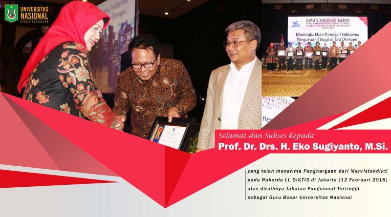 Prof. Dr. Drs. H. Eko Sugiyanto, M.Si. menerima Penghargaan dari Menristekdikti