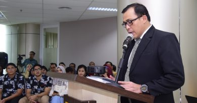 Jadi Doktor ke 12, Ramdan Bahas Fenomena Keuangan Parpol di Indonesia