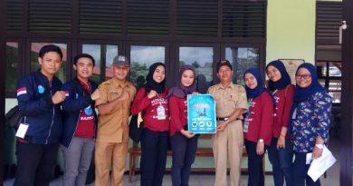 Foto bersama mahasiswa FIKES UNAS dengan pemerintah Kabupaten Sambas, Kalimantan Barat, 11-24 Maret 2019