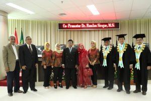 foto bersama Sdr Habib beserta keluarga dan para penguji sidang