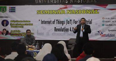 """Mechatronic and Digitalization Consultant PT. Otodidac Amri Kosim memberikan materi tentang tantangan revolusi Industri 4.0 kepada para peserta pada acara seminar nasional """"Internet of Things (IoT) For Industrial Revolution 4.0"""" di Auditorium blok 1 lantai 4 UNAS, Jakarta, Kamis, (4/4)"""