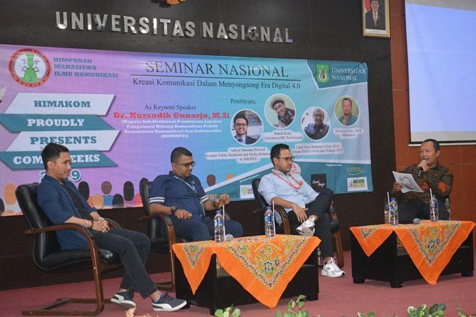 moderator dan para pembicara, pada seminar nasional commweeks HIMAKOM, di Aula UNAS, Rabu (24-4).