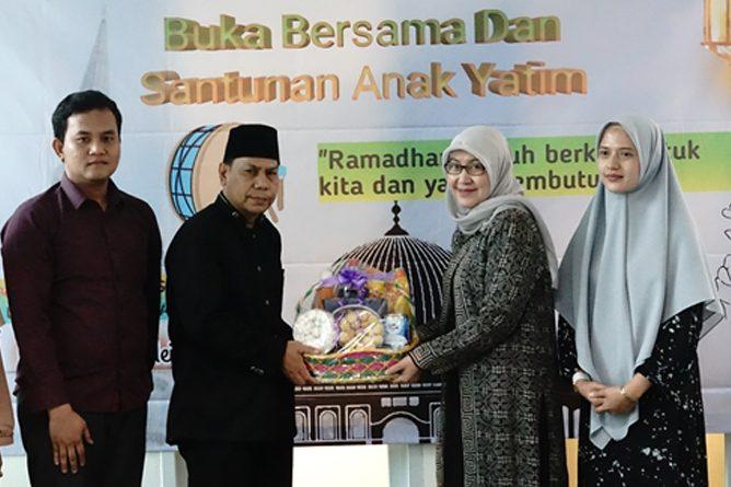 """Buka bersama dan santunan anak yatim """"Ramadhan penuh berkah untuk kita yang membutuhkan' di gedung pascasarjana menara 2 UNAS lantai 2"""