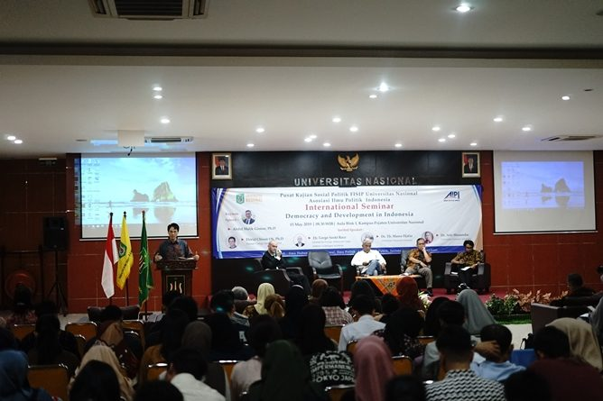 "seminar internasional ""Democracy and Development in Indonesia"