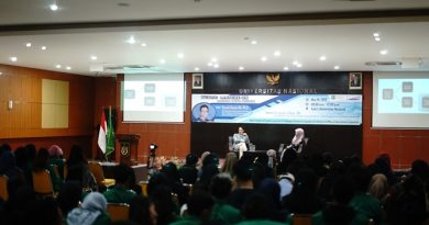 "Public Lecture On ""Critical Media Studies"" di Aula Blok 1 lantai 4 UNAS, Kamis (16/5)"