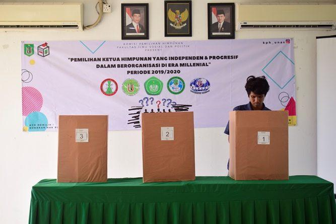 bilik suara pemilihan ketua himpunan, di Ruang Seminar UNAS, Selasa (30-4).