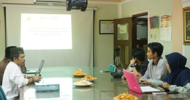 suasana diskusi bulanan, di Ruang 108 Blok 1 UNAS, Jumat (03-5)