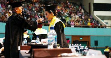 Prosesi Pindah Kuncir oleh Rektor UNAS