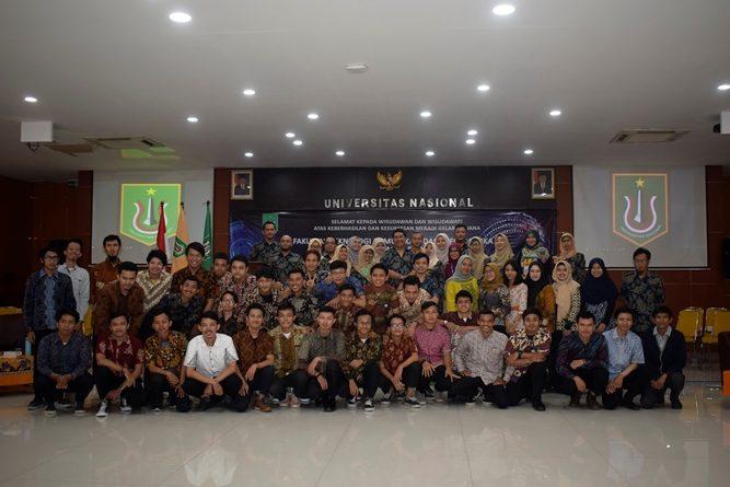 foto bersama seluruh para peserta yudisium
