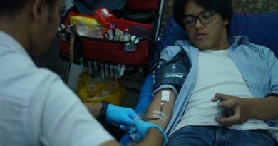 Peserta Donor darah saat mendonorkan darahnya