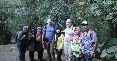 Foto bersama setelah prof erna tiba