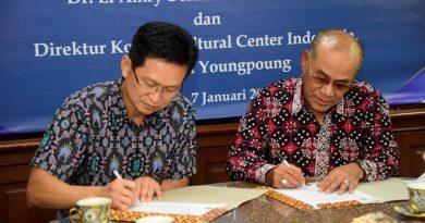 Penandatanganan Memorandum Of Understanding antara Rektor Universitas Nasional Dr. El Amry Bermawi Putera, M.A. dengan Direktur Korean Cultural Center Indonesia Mr. Chun Youngpoung