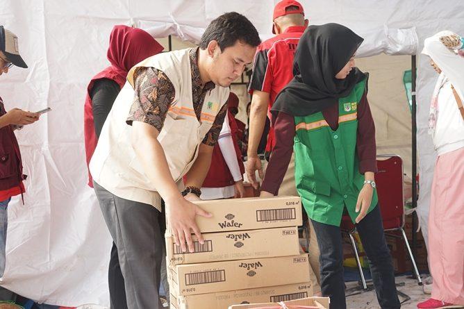 Pemberian Bantuan oleh Fikes Unas kepada korban banjir