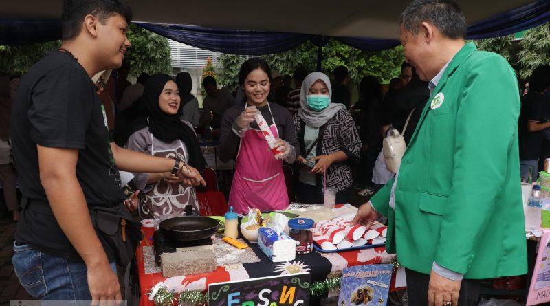 Bangun Kreativitas dan Jiwa Kompetensi Mahasiswa Melalui Bazar Kewirausahaan