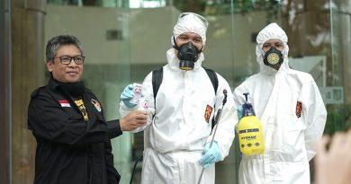 Antisipasi Penularan Covid-19 di Lingkungan Kampus, UNAS Kembali Lakukan Penyemprotan Disinfektan Tahap 2
