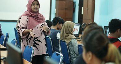Dian Metha Ariyanti, S.Sos., M.Si. saat menjelaskan tentang strategi promosi