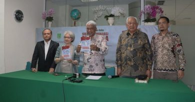 Para Penulis Buku saat meluncuran Buku Sistem Demokrasi Pancasila di Ruang Seminar Menara 1 Unas, Rabu 11-03-2020