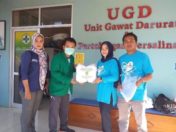 Fikes Berikan Donasi Alat Pelindung Diri (APD) Untuk Tenaga Kesehatan di 16 Puskesmas Wilayah Pandeglang, Banten pada Jumat, 10 April 2020Fikes Berikan Donasi Alat Pelindung Diri (APD) Untuk Tenaga Kesehatan di 16 Puskesmas Wilayah Pandeglang, Banten pada Jumat, 10 April 2020