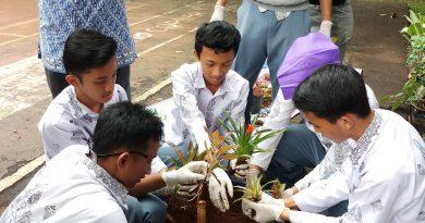 Pelatihan Pengolahan Komposting Limbah Organik Dosen Pertanian Unas di SMAN 34