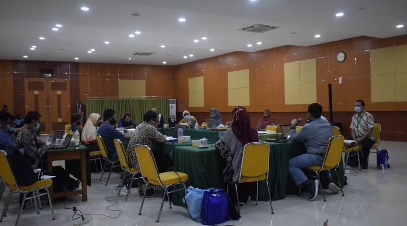 Suasana Rapat Kerja Fakultas Teknologi Informasi dan Komunikasi