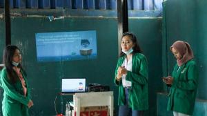 Pemberian pelatihan keterampilan dasar teknologi informasi dan komunikasi pada anak-anak di sekolah master Depok oleh mahasiswa Prodi Ilmu Komunikasi Universitas Nasional
