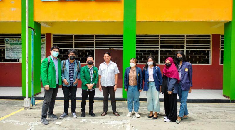 Richard Laurent (kiri) dan kelompoknya saat foto bersama dalam program Kampus Mengajar Angkatan 1 Tahun 2021 yang diselenggarakan oleh pemerintah dari tanggal 22 Maret - 25 Juni 2021