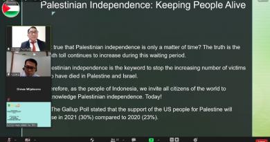 Saat pemaparan presentasi oleh Indonesia Council of Ulama (MUI), International Analyst from Universitas Nasional Dr. Robi Nurhadi