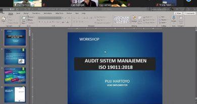 """Drs. Puji Hartoyo, M.Si. selaku Pembicara pada kegiatan Webinar Seri Update Knowledge dengan tema Implementasi ISO 21001:2018 di Perguruan Tinggi """"Workshop Audit Mutu Internal sesuai ISO 19011:2018"""" pada hari Selasa, 4 April 2021"""