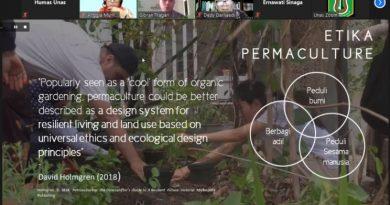 "Pemapan materi oleh Gibran Tragadi, sebagai pembicara dalam webinar yang diadakan PPM-Unas dan PERAGI Komda DKI dengan tema ""Pengelolaan Lingkungan Berbasis Keanekaragaman Hayati dan Permaculture untuk Mendukung Kehidupan Ekosistem yang Berkelanjutan"" pada hari Jumat, 11 Juni 2021"