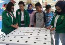 Mahasiswa Komunikasi UNAS Kenalkan Tanaman Hidroponik Kepada Anak di RPTRA Baung Kebagusan